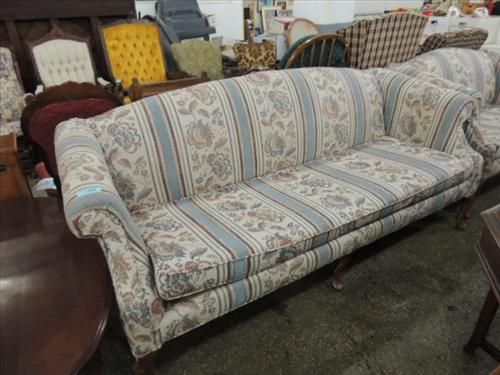 78 L Early American Style Cushioned Couch