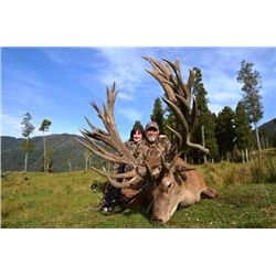 6-day New Zealand Gold-Medal Red Stag and Tahr Hunt for Two Hunters