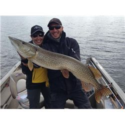 4-day Manitoba Trophy Pike and Walleye Fishing Trip for Two Anglers