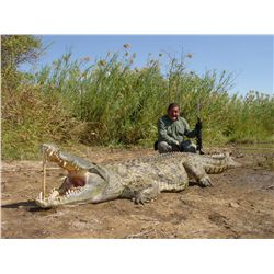 7-Day Crocodile Hunt for One Hunter and One Non-Hunter in Mozambique - Includes Trophy Fee