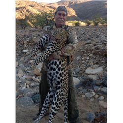 14-Day Leopard Hunt for One Hunter and One Observer in Namibia - Includes Trophy Fee and Taxidermy C