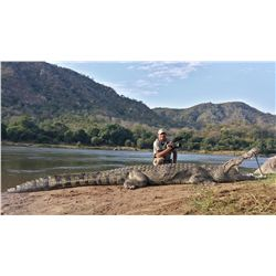 9-Day Nile Crocodile and Tiger Fishing Adventure for One Hunter and One Non-Hunter in Zimbabwe - Inc