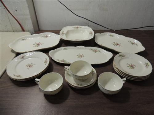 LOT 17 VINTAGE ROSENTHAL CHINA: 3 PLATTERS, 1