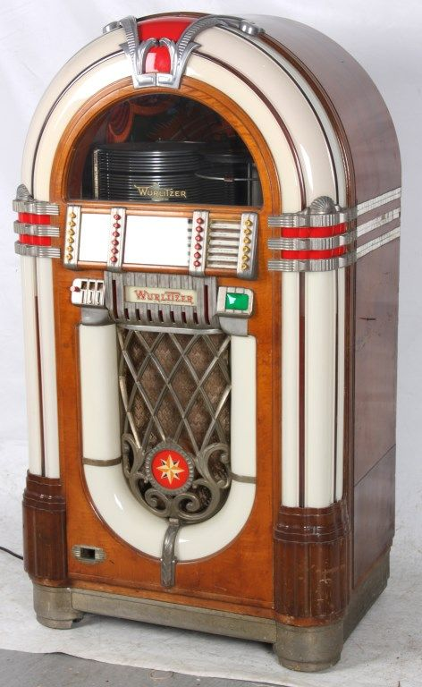 Wurlitzer Model 1015 Jukebox – 1946