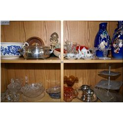 A selection of vintage collectibles including blue and white porcelain commode, silverplate, miniatu