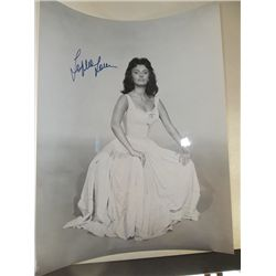 Sophia Loren Signed 11x14 Photo