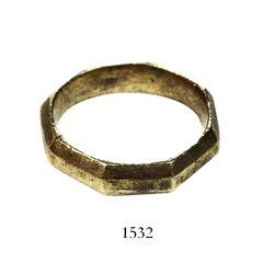 1715 Fleet Gold ring, octagonal, three-ridge design, 10K-12K, ex-Weller.