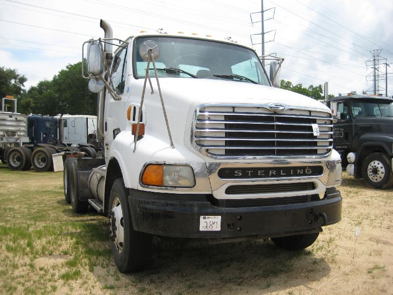 2004 STERLING AT9500 T/A TRUCK TRACTOR, S/N 2FWJA3CV44AM47709, 410 HP MBE  ENGINE, 10 SPD TRANS, 40K