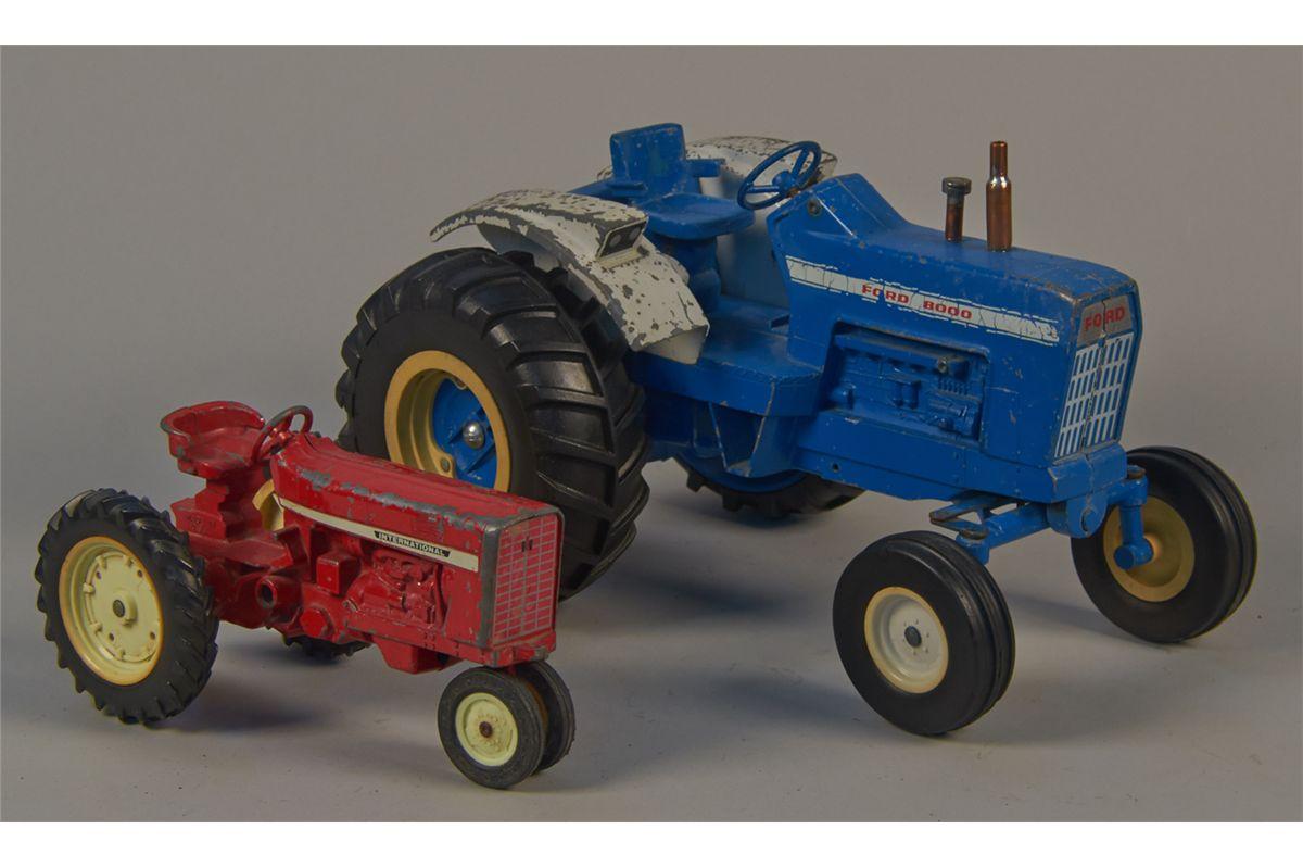 Metal Toy Tractors >> Lot Of 2 Ertl Die Cast Metal Toy Tractors
