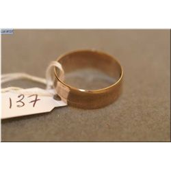 Lady's 9ct rose gold wedding band