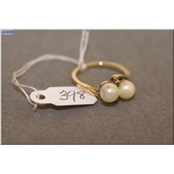 Lady's 10kt yellow gold and double pearl ring