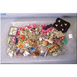 A tray lot of vintage and collectible costume jewellery including necklaces, earrings, brooches, pin