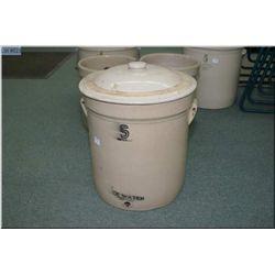 Lidded five gallon ice water crock