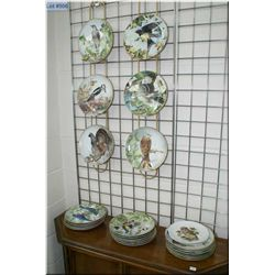 A large selection of collector's plates featuring birds, 25 in total
