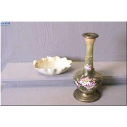 A Carltonware shell motif bowl and an interested vase