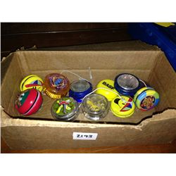 box lot of vintage yo-yos 11 pcs