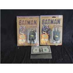 BATMAN FIGURE PACKED UPSIDE DOWN IN PACKAGING FROM 1989 WITH NORMAL EXAMPLE