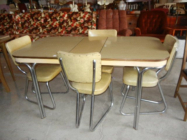 Yellow Formica Top And Chrome Retro Kitchen Table And 4 Chairs