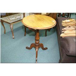 Antique center pedestal tilt top occasional table