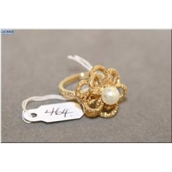 Ladies 10kt yellow gold and pearl floral design ring