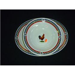 International Table works Ella Rooster 106, 2 Bowls 1 Plater