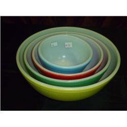 1940s Pyrex Mixing Bowl set