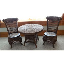 Children's table and 2 chairs, wicker