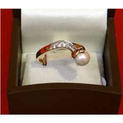 Pearl & diamond ring, 10 kt yellow gold setting