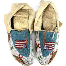 Fully beaded Sioux moccasins, American Flags