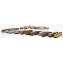 C. 1940'S TOOTSIETOY TRAIN SET W/ 16 TRAIN CARS