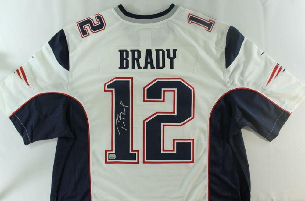 Tom Brady Signed Patriots Jersey (Mounted Memories COA)