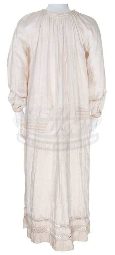 ... Image 2   Peter Pan (2003) - Wendy s Nightgown (Rachel Hurd-Wood ... 66cf9d56f