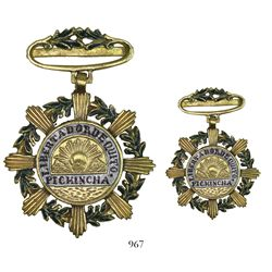 Quito, Ecuador, enameled uniface gold military decoration commemorating the liberation of Quito in 1