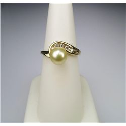 Delightful 7.00 mm Pearl and Diamond Ring.