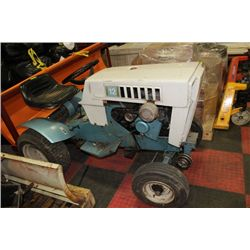 CRAFTSMAN RIDING LAWN TRACTOR (SELLING AS IS)