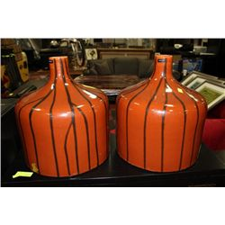 SHOWHOME PAIR OF BROWN AND BLACK VASES
