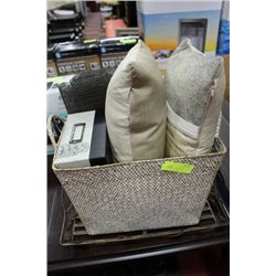 SHOWHOME BASKET W PILLOWS AND ORNAMENTS