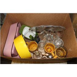 BOX OF GLASSWARE AND KITCHEN ACCESSORIES