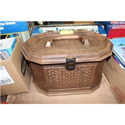 SEWING BOX WITH CONTENTS