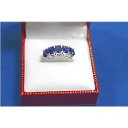 10 KT GOLD SAPPHIRE (3.0CTS) RING
