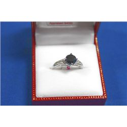 10 KT GOLD BLACK DIAMOND (1.80CTS) AND WHITE