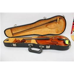 VOILIN 1/2 SIZE SUZUKI WITH CASE AND BOW