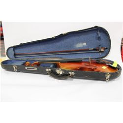 VIOLIN 4/4 SIZE WITH CASE AND BOW