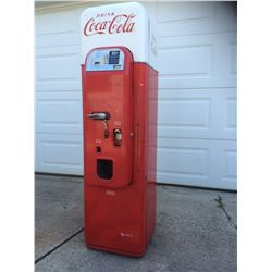 VINTAGE 1950'S VENDO 44 COCA COLA MACHINE