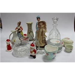 BOX OF VINTAGE ORNAMENTS INCLUDING