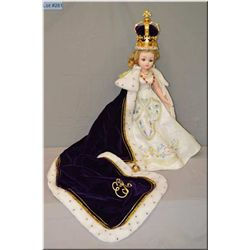 """19"""" Madame Alexander Queen Elizabeth Recessional Style 33525 doll introduced in 2002 with crown and"""