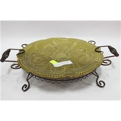 VINTAGE GLASS PLATE IN WROUGHT IRON BASE
