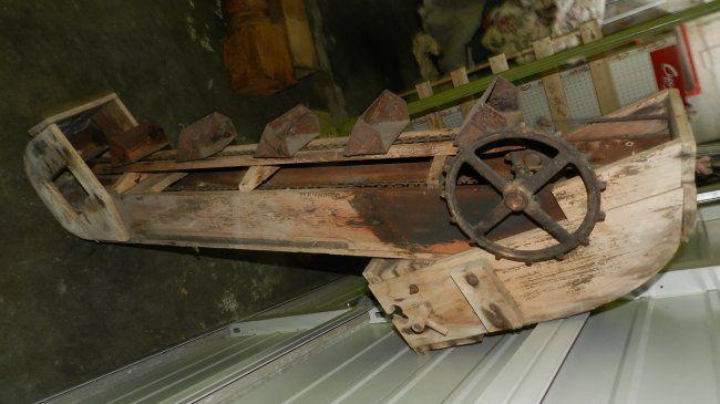 unique antique / Primitive gold mining sluice box (yard