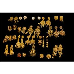 EARRINGS:  [18 pairs] 22KYG assorted earrings; 122.0 grams  (One earring is broke; one is a single e