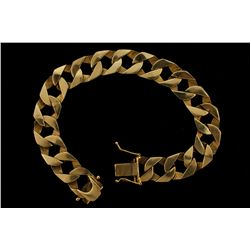 BRACELET: [1] Men's 10ky curb bracelet; 8.50 inches long, 13.0mm wide, box clasp; 40.5 grams.